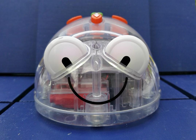 Blue bot un robot pour apprendre a prorammer en jouant